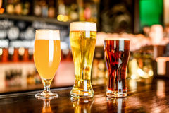A variedade da cerveja no bar Foto de Stock