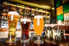A variedade da cerveja no bar Imagem de Stock