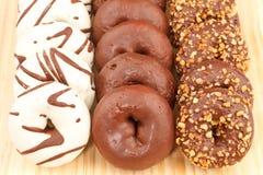 Variedade de anéis de espuma do chocolate Foto de Stock