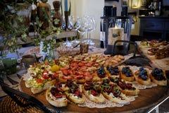 Variedade de aperitivos em uma tabela Imagens de Stock Royalty Free