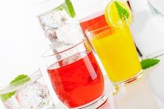 Variedade de bebidas frias Imagens de Stock