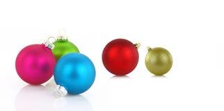 Variedade de bolas do Natal no fundo branco Fotografia de Stock