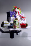 Variedade de caixas e de caixas coloridas de presentes do Natal para presentes Fotos de Stock