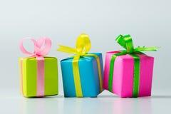 Variedade de caixas de presente da cor Imagens de Stock