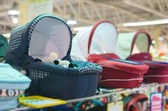 Variedade de carros de bebê na alameda dos miúdos Imagens de Stock Royalty Free