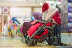 Variedade de carros de bebê na alameda dos miúdos Fotografia de Stock Royalty Free