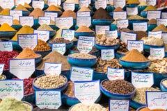 Variedade de especiarias no mercado iraniano em Shiraz Foto de Stock Royalty Free