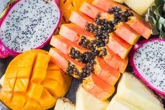 Variedade de frutas tropicais imagens de stock royalty free