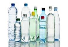 Variedade de garrafas de água minerais Fotos de Stock