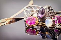 Variedade de joia feita de metais preciosos Fotografia de Stock Royalty Free