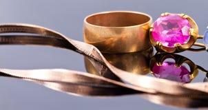 Variedade de joia feita de metais preciosos Imagens de Stock Royalty Free