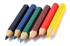 Variedade de lápis coloridos sobre o branco Foto de Stock