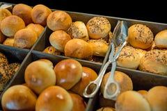 Variedade de pão francês com sésamo no fundo preto fotografia de stock royalty free