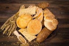 Variedade de pão fresco e de pastelaria Fotos de Stock Royalty Free
