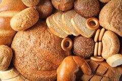 Variedade de pão saboroso fresco como o fundo Fotografia de Stock