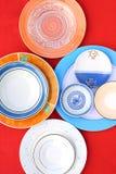 Variedade de placas e de saucers circulares Fotografia de Stock