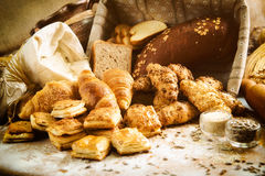 Variedade de produto da padaria com nacos, bolos, rolos e Dan do pão foto de stock royalty free