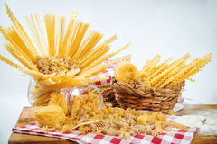 Variedade de produto da padaria com nacos do pão, bolos, rolos e pastelarias dinamarquesas Fotografia de Stock Royalty Free