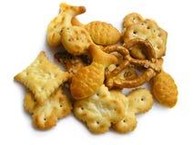 Variedade de snacks crispy, tasty. No branco Fotos de Stock
