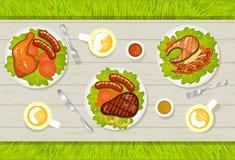 Variedade de suporte do BBQ dos pratos da carne em uma tabela Imagens de Stock Royalty Free