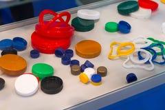Variedade de tampas do plástico na exposição Fotos de Stock Royalty Free