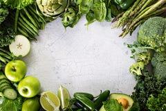 Variedade de vegetais e de frutos verdes Imagens de Stock