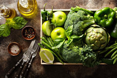 Variedade de vegetais e de frutos verdes Fotografia de Stock Royalty Free
