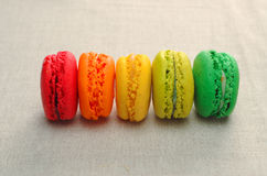 Variedade deliciosa de bolinhos de amêndoa coloridos Foto de Stock Royalty Free