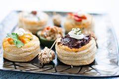 VARIEDADE do alimento gourmet dos Canapes foto de stock royalty free