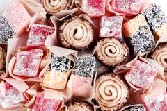 Variedade do fundo branco tradicional doce da sobremesa do lokum do loukoum de Lokum do loukoum de opinião superior Imagens de Stock