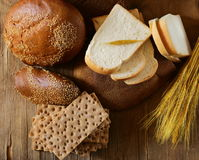 Variedade do pão (centeio, trigo inteiro, para o brinde) Imagens de Stock