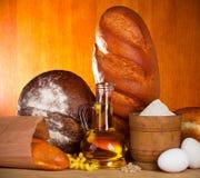 Variedade do pão com ingredientes Fotografia de Stock Royalty Free