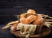 Variedade do pão e do bolo cozidos Fotos de Stock