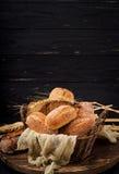 Variedade do pão e do bolo cozidos Fotografia de Stock Royalty Free