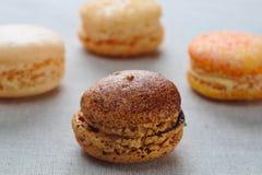 Variedade dos bolinhos de amêndoa ao caramelo delicioso do gosto Imagens de Stock Royalty Free