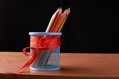 A variedade dos lápis coloridos coloridos tirar escreve lápis de tiragem coloridos em uma variedade de cores Foto de Stock Royalty Free