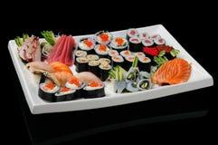 Variedade dos rolos, do sushi e do sashimi Fotos de Stock Royalty Free
