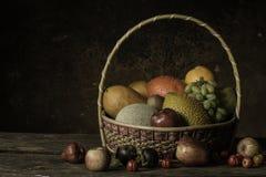Variedades de fruta y aún de vida Fotografía de archivo