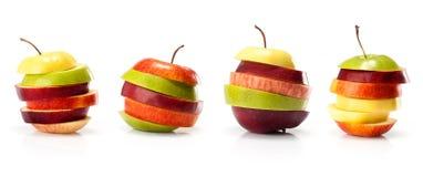 Variedades diferentes de fatias do intp do corte das maçãs imagem de stock