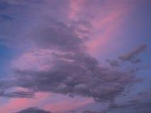 Variegated тени неба неба лета на заходе солнца Стоковая Фотография