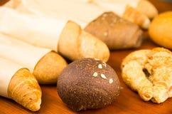 Varietà deliziose del primo piano di pane fresco Fotografia Stock