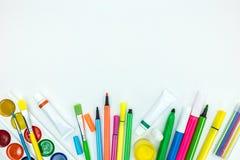 Varietà di bambini intelligenti stazionari su fondo bianco Fotografia Stock Libera da Diritti