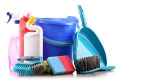 Varietà di bottiglie detergenti e di rifornimenti di pulizia chimica Immagine Stock