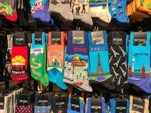 Varietà di calzini con le posizioni geografiche fotografie stock