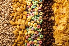 Varietà di cereali freddi sopraelevati immagini stock