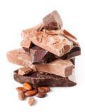 Varietà di cioccolato. pezzi isolati su fondo bianco. Fotografie Stock Libere da Diritti