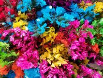 varietà di fiore dei colori differenti in un mazzo floreale, in un fondo ed in una struttura immagine stock libera da diritti