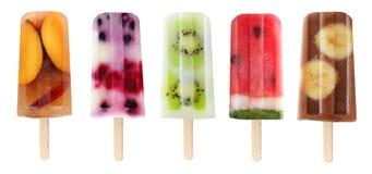 Varietà di ghiaccioli della frutta isolati su bianco Fotografia Stock