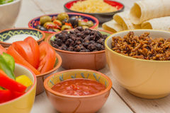 Varietà di ingredienti per produrre i burritos messicani Fotografie Stock Libere da Diritti