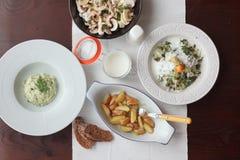 Varietà di pasti sulla tavola Disposizione piana Fotografia Stock